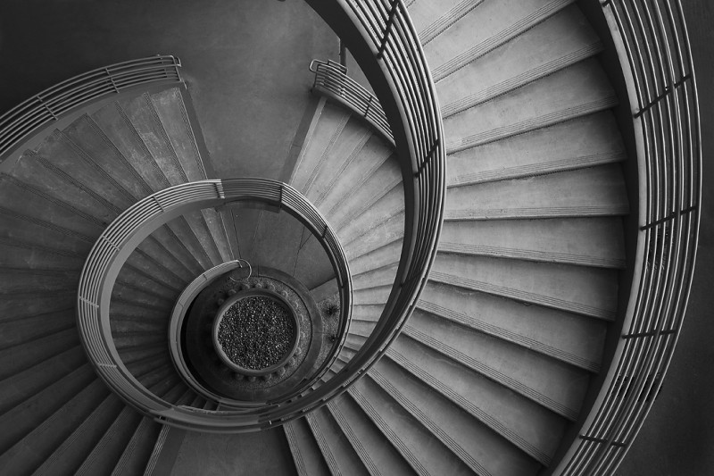 04-169-16 Curve Stairs_bw