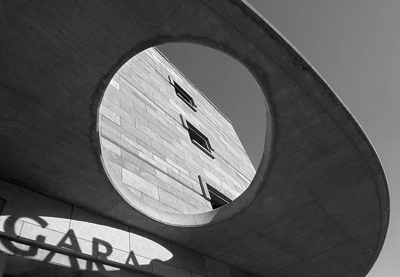 06-052-10 Overhang Opening_bw